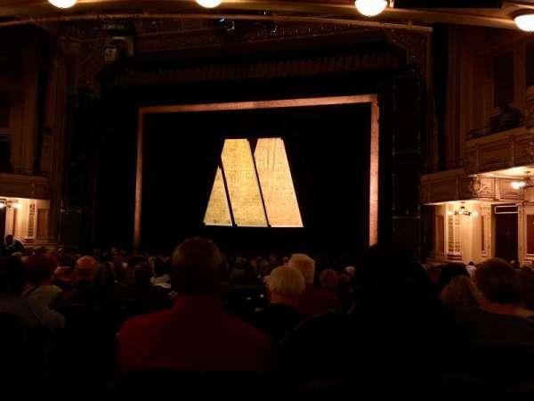 Hippodrome Theatre, secção: Right Orchestra, fila: T, lugar: 4