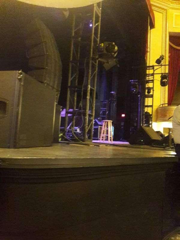 Folly Theater, secção: Orchestra Left, fila: A, lugar: 4