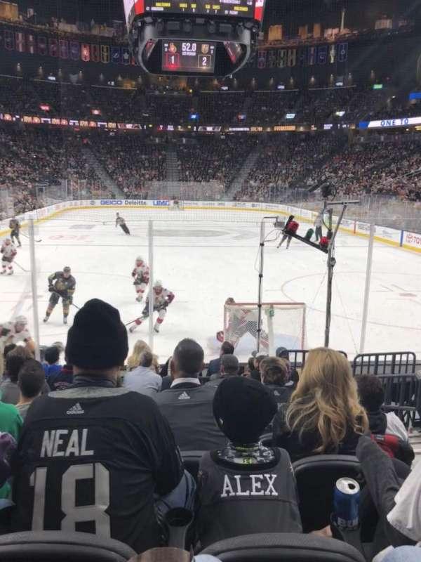 T-Mobile Arena, secção: 10, fila: H, lugar: 12
