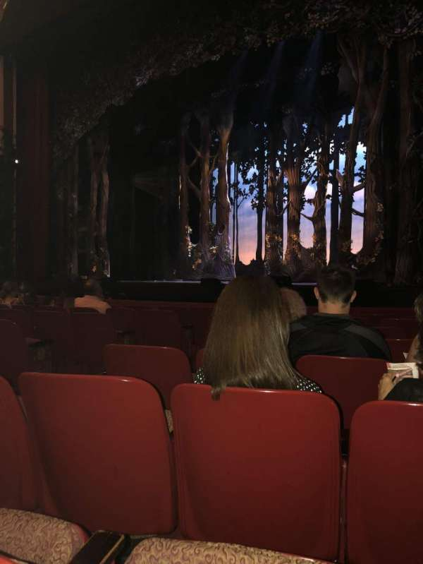 Cadillac Palace Theater, secção: Orchestra R, fila: H, lugar: 10