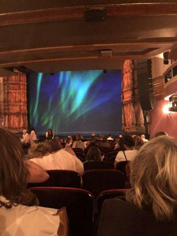 St. James Theatre, secção: Orchestra, fila: P, lugar: 24