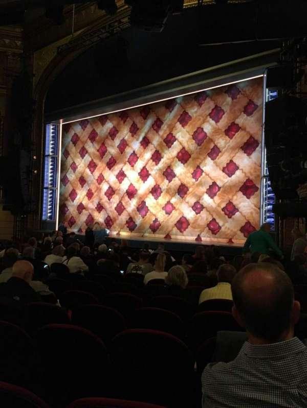 Brooks Atkinson Theatre, secção: Orchestra R, fila: M, lugar: 22