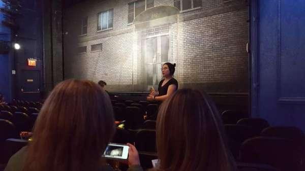 Hayes Theater, secção: Orchestra R, fila: J, lugar: 10