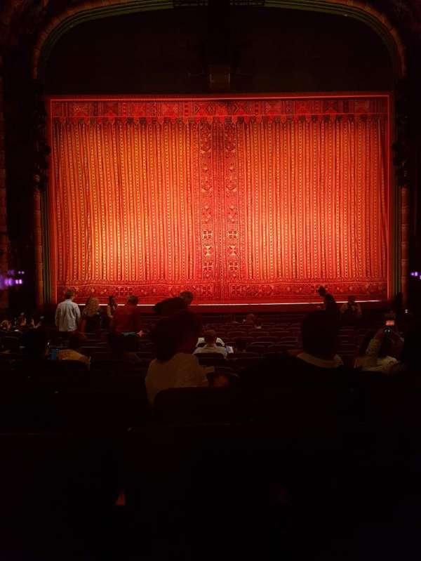 New Amsterdam Theatre, secção: Orchestra C, fila: R, lugar: 110