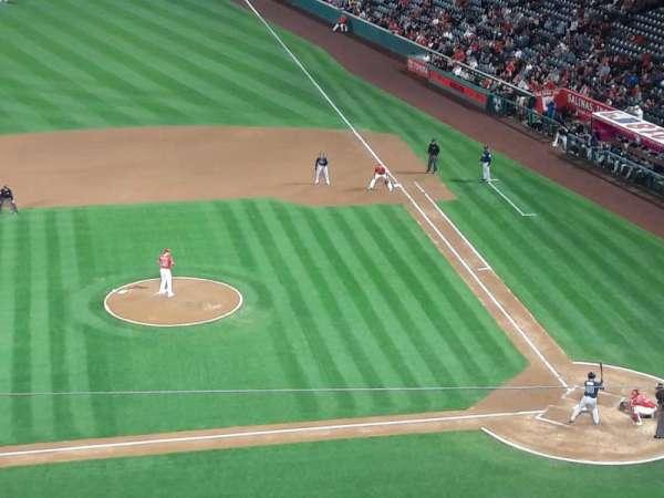 Angel Stadium, secção: V413, fila: D, lugar: 6