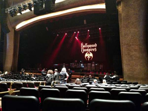 The Grand Theater at Foxwoods, secção: ORCH RIGHT, fila: R, lugar: 8