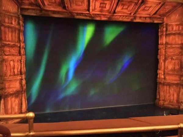 St. James Theatre, secção: MEZZC, fila: B, lugar: 115