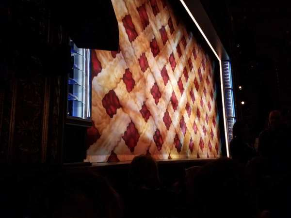 Brooks Atkinson Theatre, secção: Orchestra L, fila: B, lugar: 13