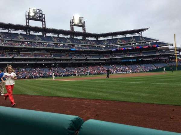 Citizens Bank Park, secção: 111, fila: 1, lugar: 9