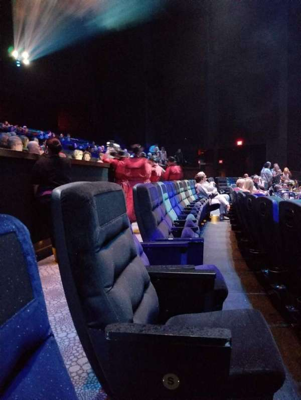 Michael Jackson One Theatre, secção: 102, fila: S, lugar: 16