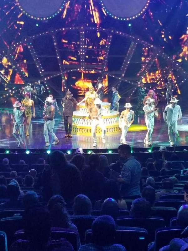 Michael Jackson One Theatre, secção: 102, fila: S, lugar: 17