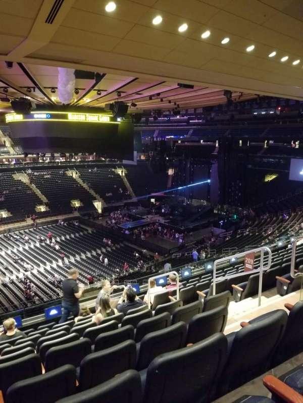 Madison Square Garden, secção: 209, fila: 10, lugar: 10