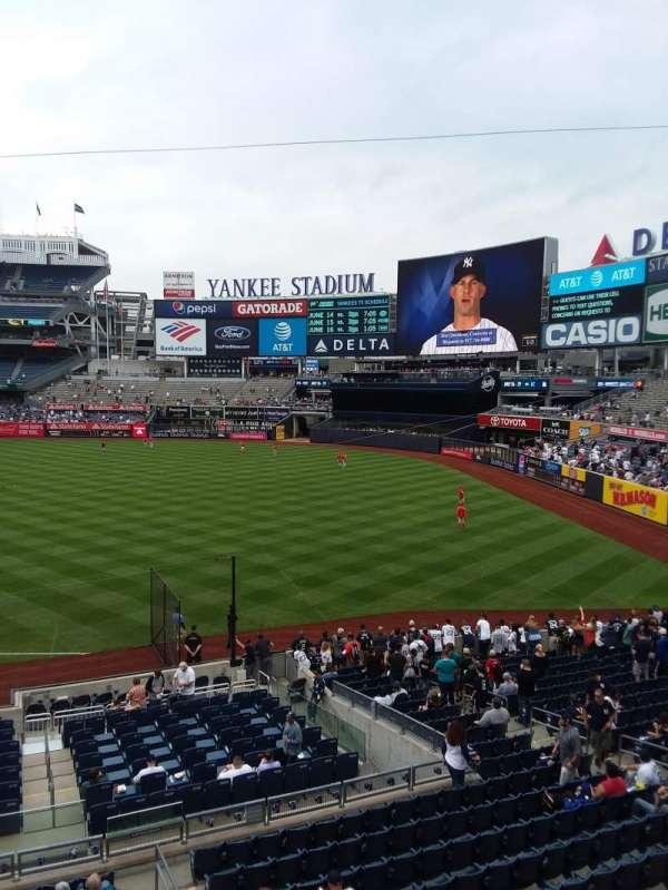 Yankee Stadium, secção: 212, fila: 1, lugar: 6