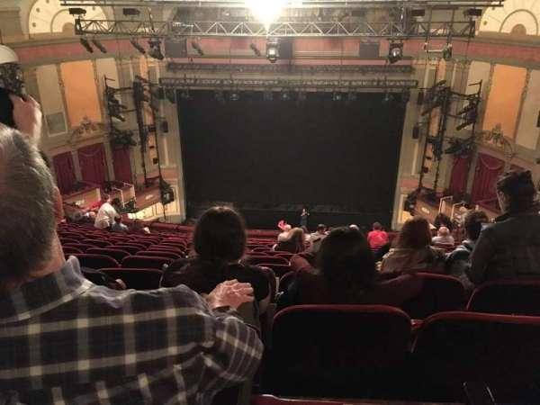 Neil Simon Theatre, secção: Mezzanine C, fila: T, lugar: 117