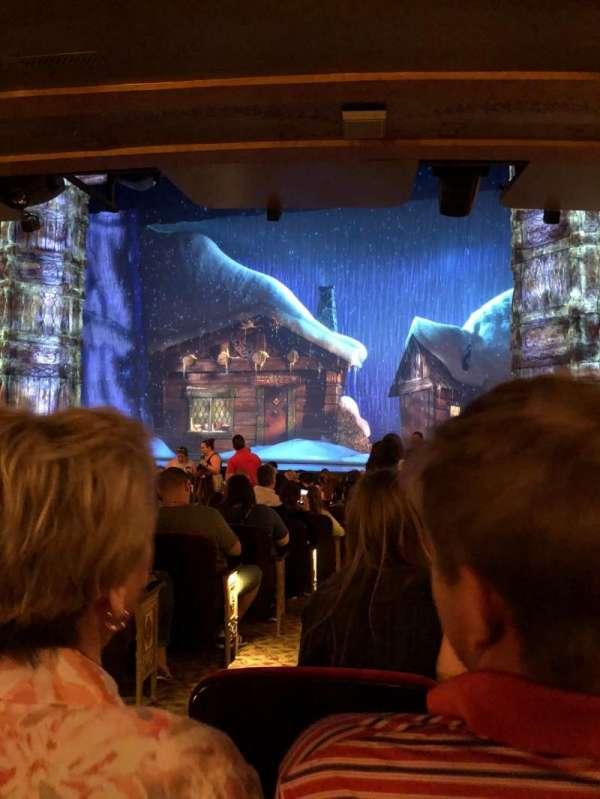 St. James Theatre, secção: Right, fila: O, lugar: 4