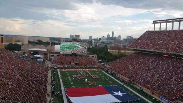 Texas Memorial Stadium, secção: 117, fila: 9, lugar: 29