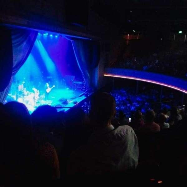 Ryman Auditorium, secção: BAL-16, fila: H, lugar: 1