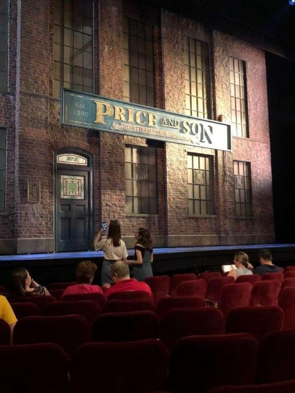 Al Hirschfeld Theatre, secção: Orchestra L, fila: J, lugar: 13