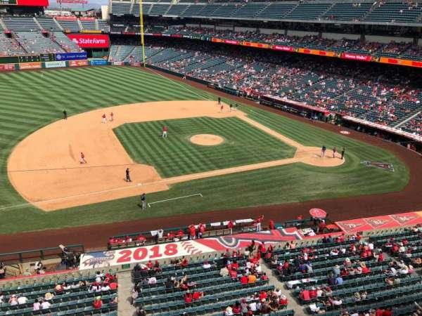 Angel Stadium, secção: V411, fila: A, lugar: 25