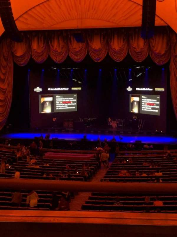 Radio City Music Hall, secção: 1st Mezzanine 3, fila: B, lugar: 305