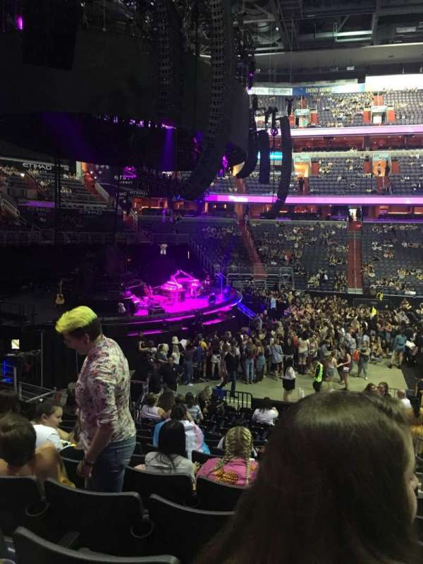 Capital One Arena, secção: 120, fila: Q, lugar: 18