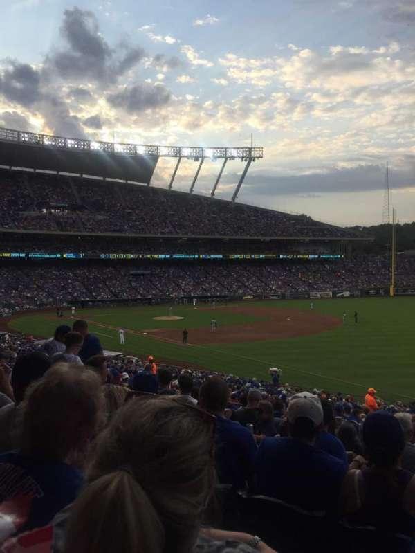 Kauffman Stadium, secção: 243, fila: KK, lugar: 11