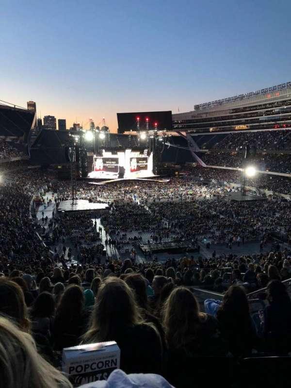 Soldier Field, secção: 325, fila: 9, lugar: 18