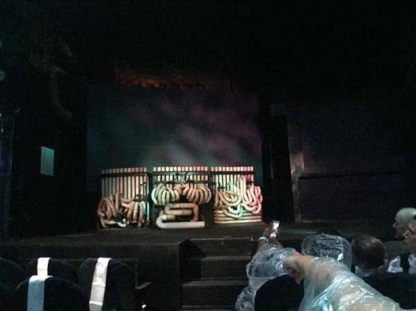 Astor Place Theatre, secção: Orch Right, fila: EE, lugar: 102