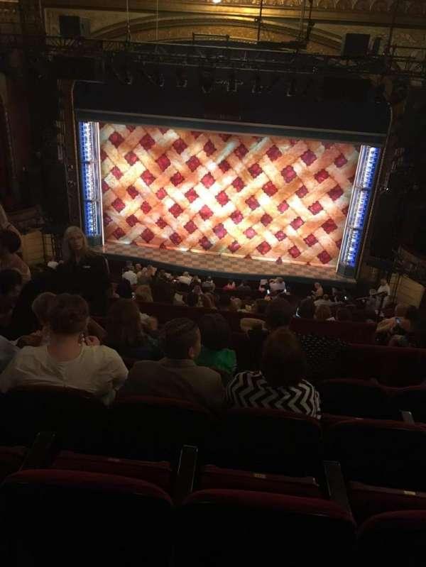 Brooks Atkinson Theatre, secção: Rear Mezzanine RC, fila: J, lugar: 111