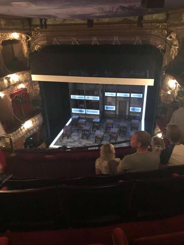 Apollo Theatre, secção: Grand Circle, fila: E, lugar: 8