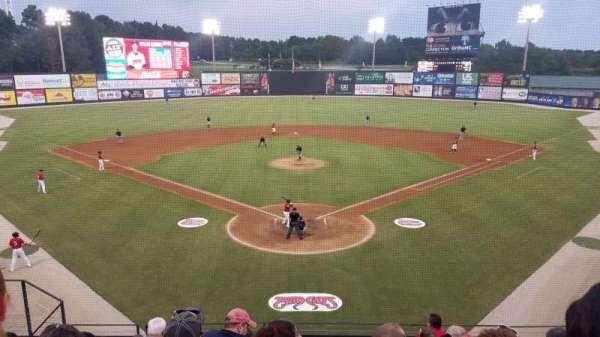 Five County Stadium, secção: 210, fila: H, lugar: 10