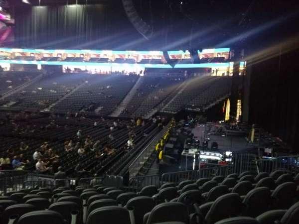 T-Mobile Arena, secção: 18, fila: M, lugar: 6