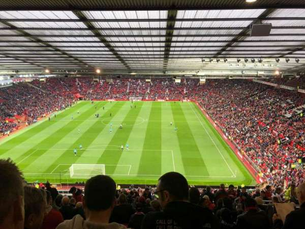 Old Trafford, secção: E335, fila: 27