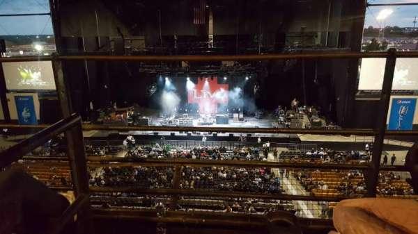 Hollywood Casino Amphitheatre (Tinley Park), secção: Suite 211, fila: 2, lugar: Aisle