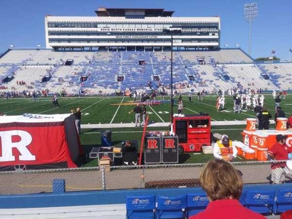 David Booth Kansas Memorial Stadium, secção: 121, fila: 7, lugar: 23