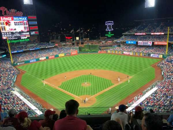 Citizens Bank Park, secção: 420, fila: 6