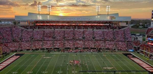 Cardinal Stadium, secção: 207, fila: C, lugar: 1
