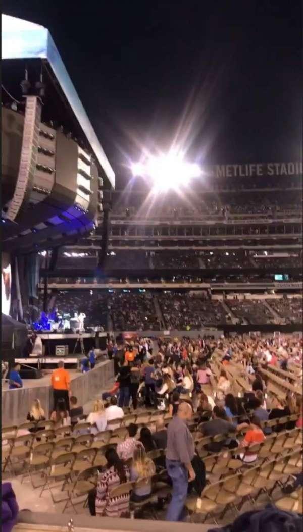 MetLife Stadium, secção: 142, fila: 2, lugar: 9-10