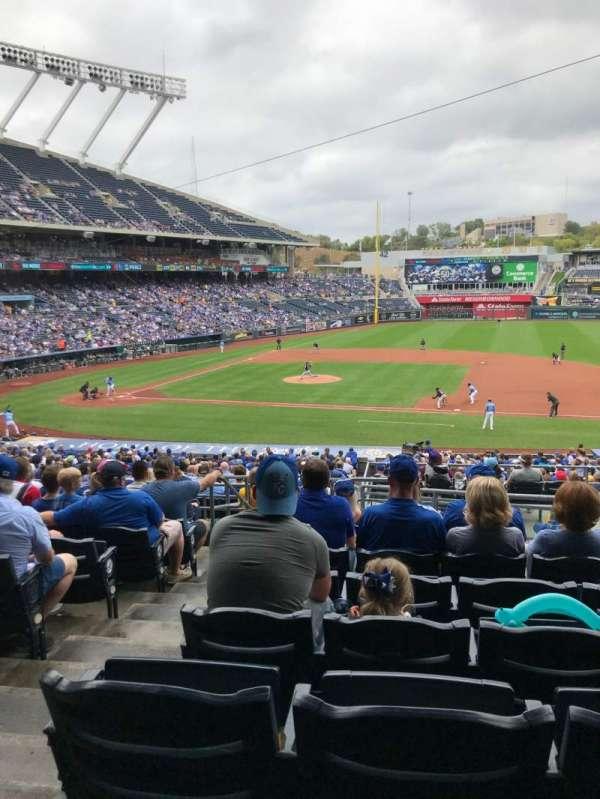 Kauffman Stadium, secção: 236, fila: KK, lugar: 2