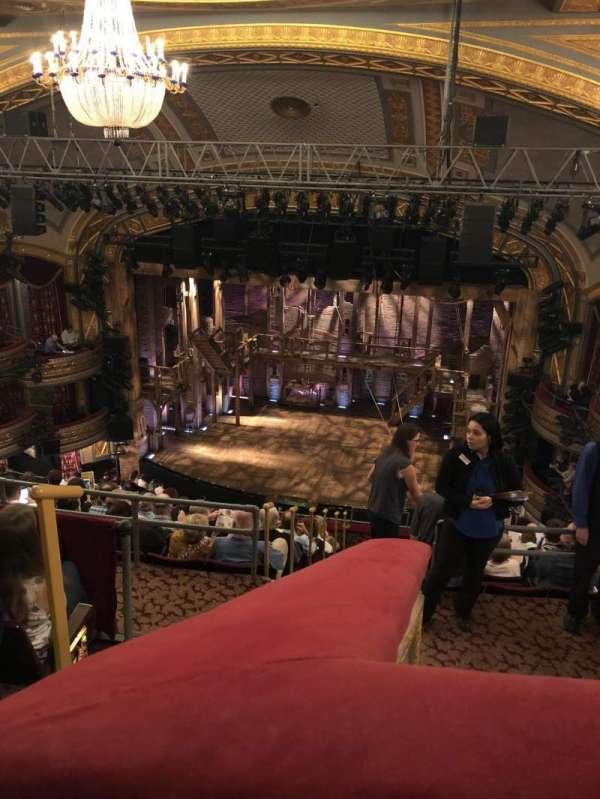 Richard Rodgers Theatre, secção: Rear Mezzanine R, fila: K, lugar: 2