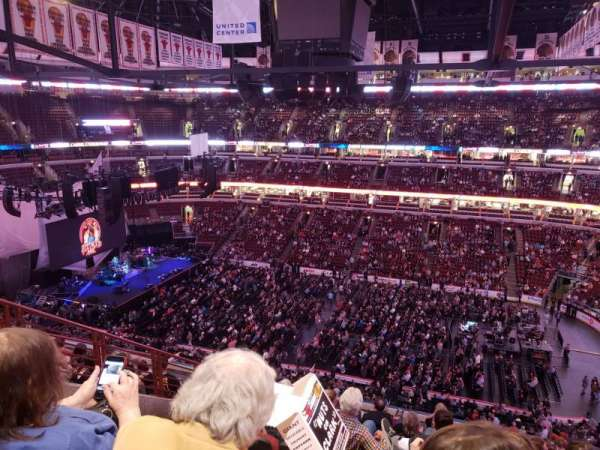 United Center, secção: 316, fila: 10, lugar: 13