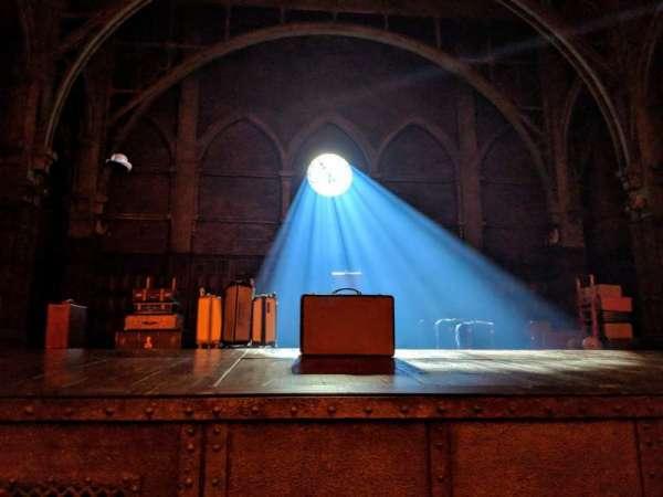 Lyric Theatre, secção: Orchestra, fila: A, lugar: 1
