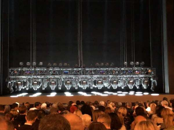 Lunt-Fontanne Theatre, secção: Orchestra, fila: S, lugar: 104