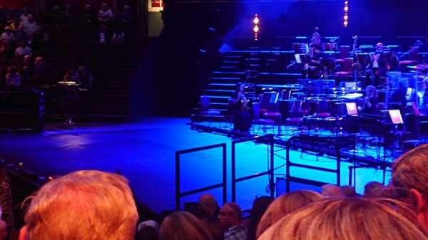 Royal Albert Hall, secção: Stalls M, fila: 8, lugar: 130