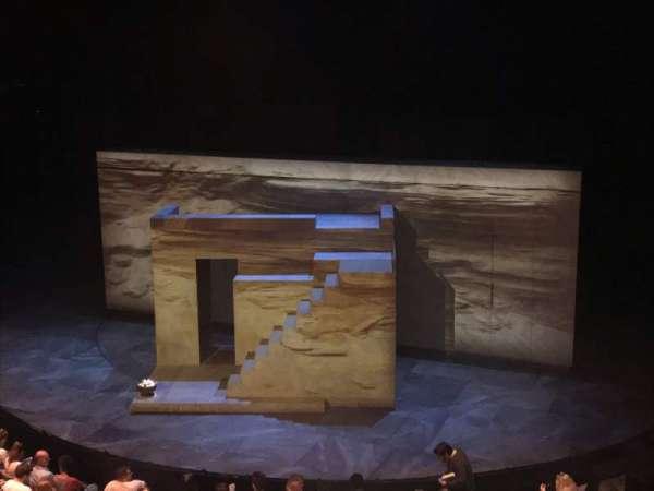 The Olivier Theatre at the National Theatre, secção: Circle, fila: A, lugar: 22