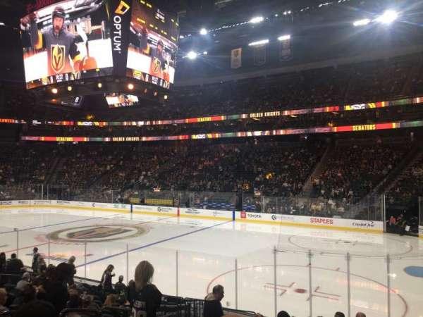 T-Mobile Arena, secção: 18, fila: M, lugar: 3