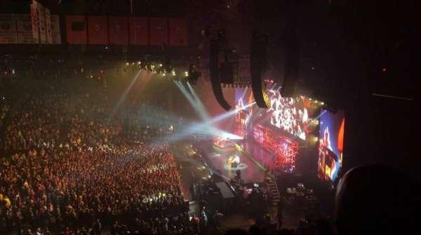 Nassau Veterans Memorial Coliseum, secção: 201, fila: 6, lugar: 11