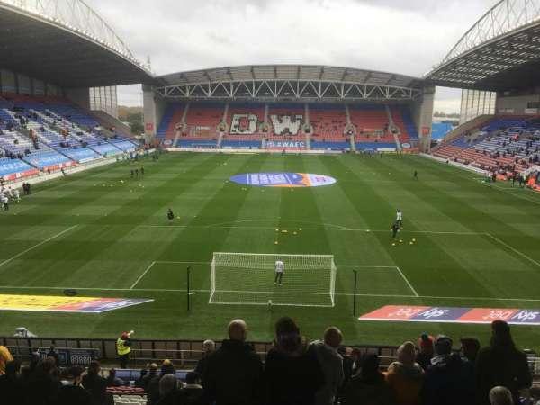 DW Stadium , secção: N4, fila: AA, lugar: 89