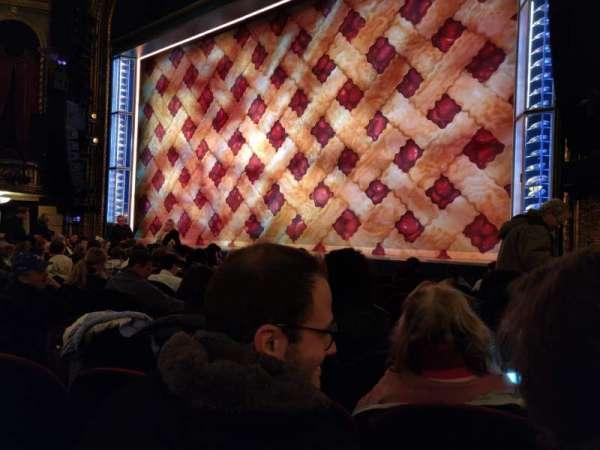 Brooks Atkinson Theatre, secção: Orchestra R, fila: G, lugar: 12