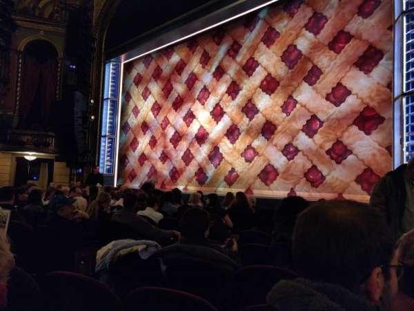 Brooks Atkinson Theatre, secção: Orchestra R, fila: G, lugar: 10